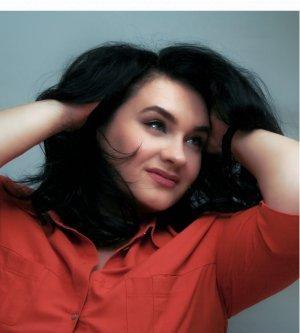 Model Alexandra L