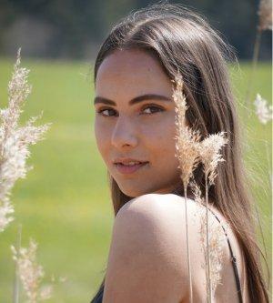Model Vanessa De4